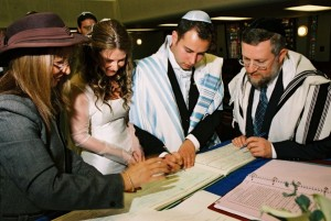 http://www.massachusettsweddings.com/jewishweddingtraditions/