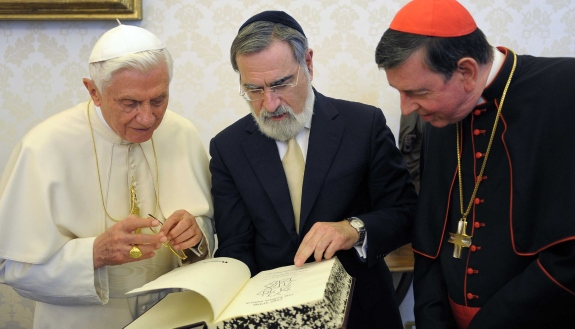 POPE, RABBI AND SWISS CARDINAL PICTURED IN 2011 AT VATICAN