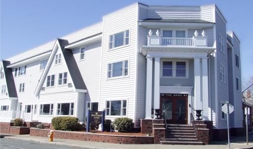 winthrop-arms-hotel-facade