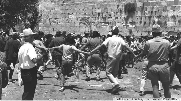 Israelis rejoicing at Kotel 1967 Egal